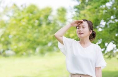 「頭皮が蒸れるとどうなる?夏の頭皮の蒸れを防ぐ方法」