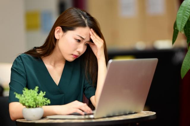 パソコンの見過ぎで体が痛い!コリ解消の頭皮のツボはどこ?