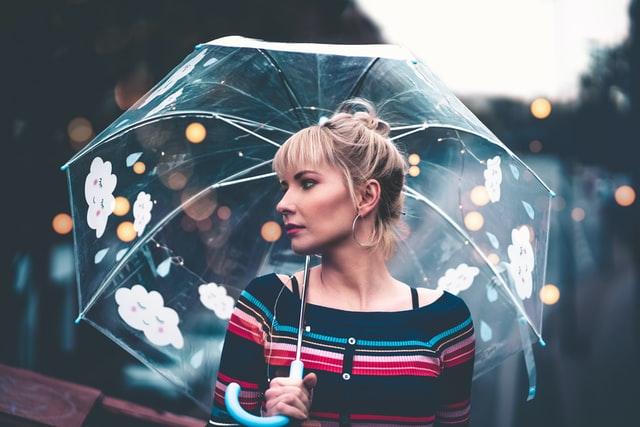 雨や湿気の気になる梅雨に美髪を保つには?