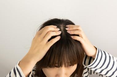 洗いすぎが頭皮のべたつきの原因だったって本当? ヘアケア講座 頭皮ケア(スカルプケア)