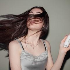 髪を黒くするには白髪染め?それともファッションカラー?