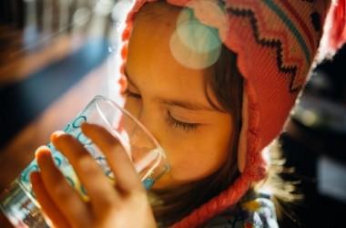 水を飲むことで美髪に⁈水が髪にもたらす効果って?