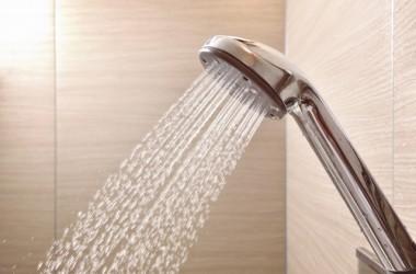シャワーヘッドを変えるだけで美髪に!シャワーヘッドが髪に影響する理由