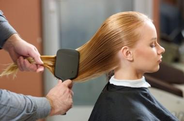 毛の太さで効果が違うヘアブラシの使い分け方 ヘアケア講座