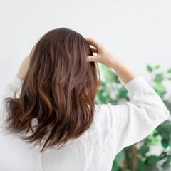 目元のエイジングケアをするには頭皮マッサージが効果的なの?