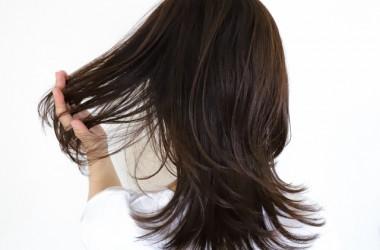 髪の毛が自然に茶色くなるのは傷んでいる証拠? ヘアケア講座