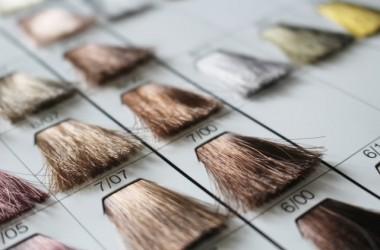 白髪染めとヘアカラーってどう違うの?チラホラ白髪が出てきた場合はどっちがいい? ヘアケア講座