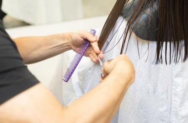 髪を伸ばしたい時も毛先をカットってするべき? ヘアケア講座