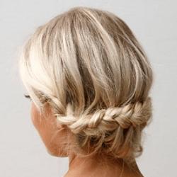 外国人風三つ編みアップ ヘアアレンジ ミディアムヘア