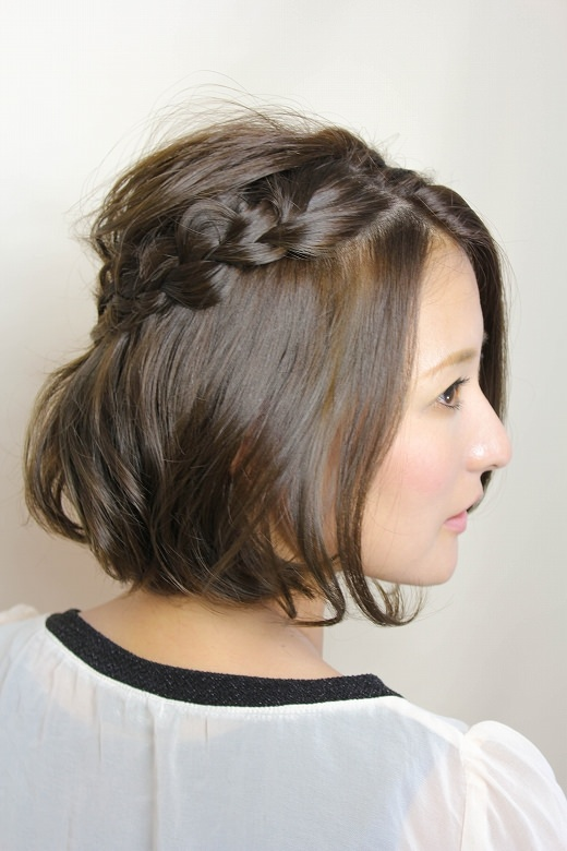 ショートヘアの方は、ヘアアレンジの種類が限られてしまいますよね\u2026 今回は結べなくても可愛い、三つ編みヘアをご紹介します!