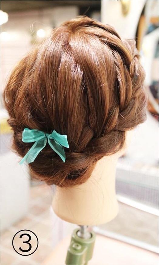 簡単!三つ編みでつくるルーズなまとめ髪サイド