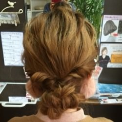 三つ編みとくるりんぱで作る簡単まとめ髪 ヘアアレンジ ロングヘア
