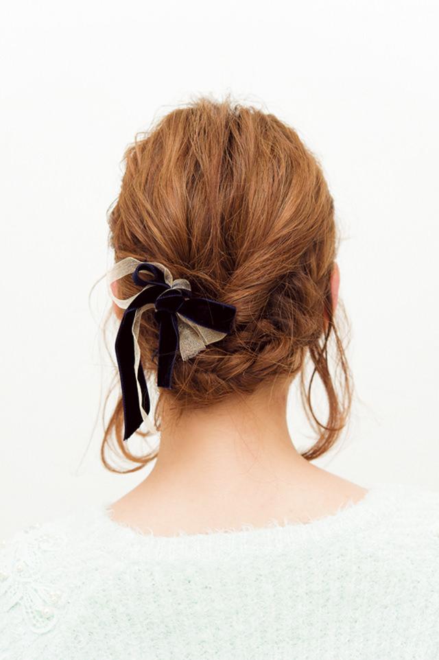 ショートヘアでフェミニン編みこみアレンジバック