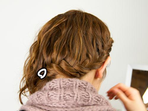 肩に流れる三つ編みヘアアレンジ2