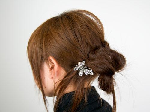 まとめ髪をねじって作るシニヨン風ヘアアレンジTOP