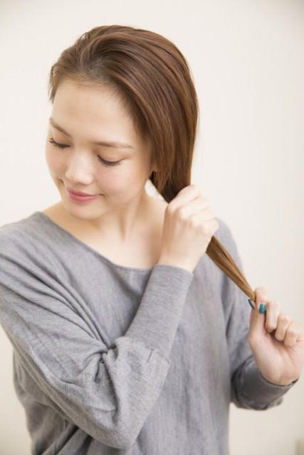 ゴールドピンを使った細め三つ編み1
