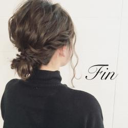 後れ毛で魅せる、セクシー美人のゆるゆるヘアアップTOP