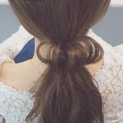 ドーナツポニーにひと手間加えるだけのまとめ髪!