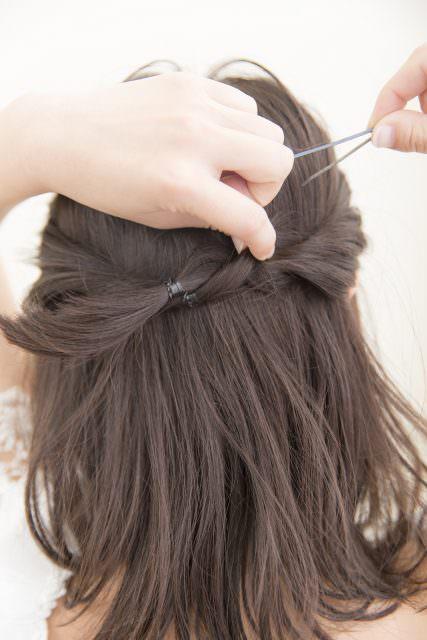 伸ばしかけ前髪でもすっきりヘアアレンジトップ