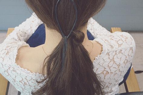 ドーナツポニーにひと手間加えるだけのまとめ髪!6