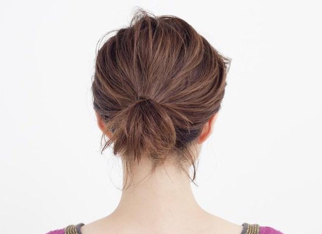 透け感前髪&ゴールドピンのトレンドひとつ結びback