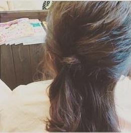 後れ毛が女らしい♡ゆるっとシニヨンアレンジ2