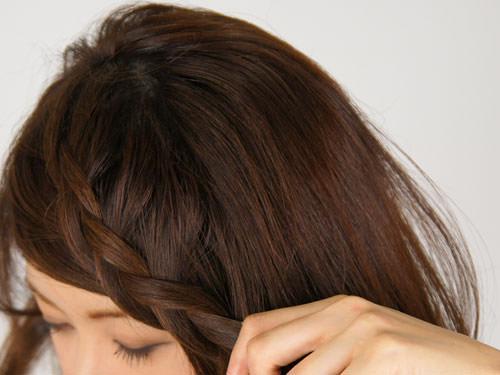 面長の方にぴったり!顔を丸く見せられるサイドヘアアレンジ1