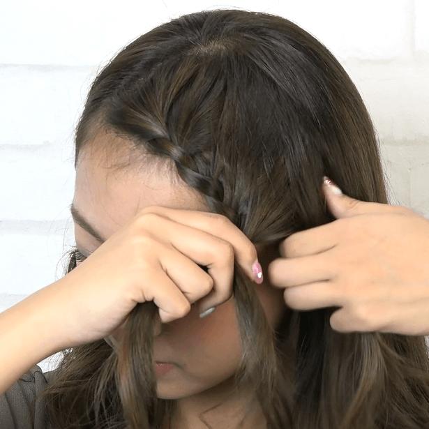 前髪が長い方におすすめ♪ななめ編み込みサイド寄せアレンジ1