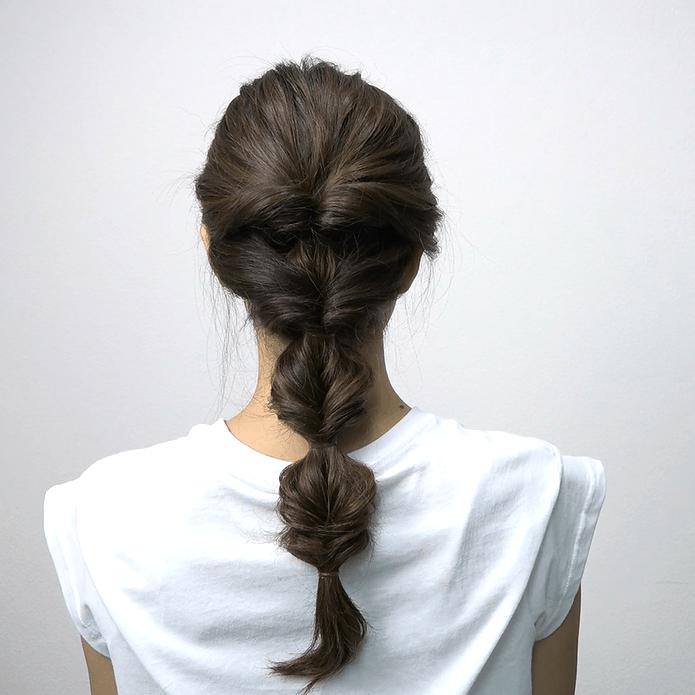 ロングヘアにおすすめ♪くるりんぱ4つで作る簡単まとめ髪BACK