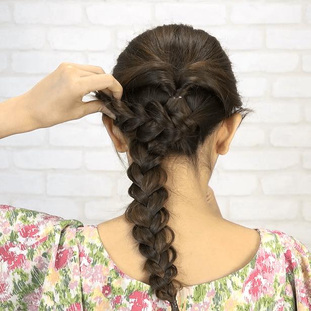 くるりんぱ+三つ編み!簡単華やかまとめ髪3