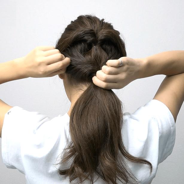 ロングヘアにおすすめ♪くるりんぱ4つで作る簡単まとめ髪2