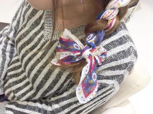 スカーフ×三つ編みで石原さとみ風ヘアアレンジ4
