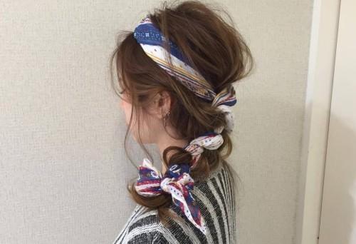 スカーフ×三つ編みで石原さとみ風ヘアアレンジTOP