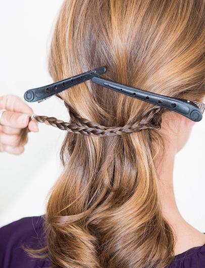 細かい三つ編みがポイント!エレガントまとめ髪6