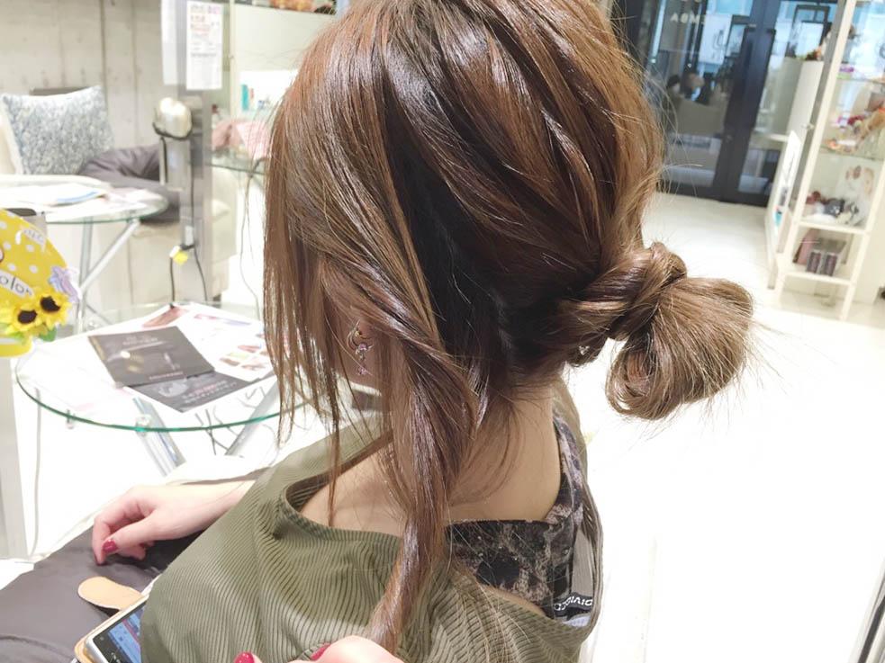 メッシーバンのアップスタイルヘアアレンジ2