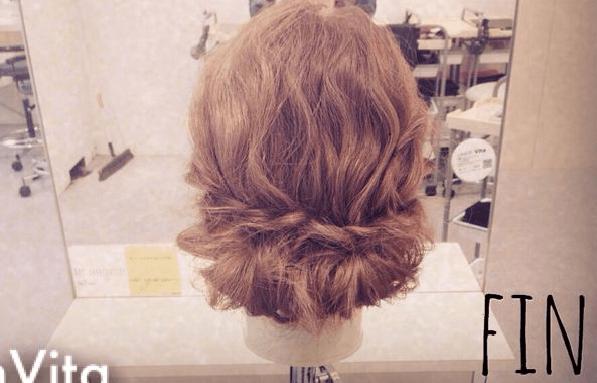 リラックス感がかわいい♪三つ編みでつくるまとめ髪TOP