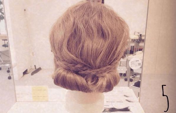 リラックス感がかわいい♪三つ編みでつくるまとめ髪5