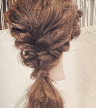 二つ編みで簡単!きれいめダウンヘア