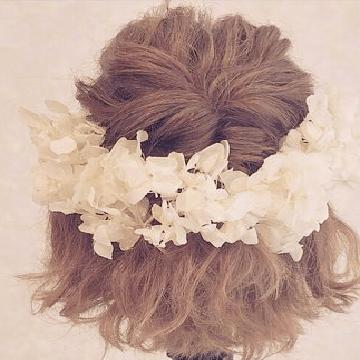 花嫁さんにおすすめ♪華やかフラワーヘアアレンジtop