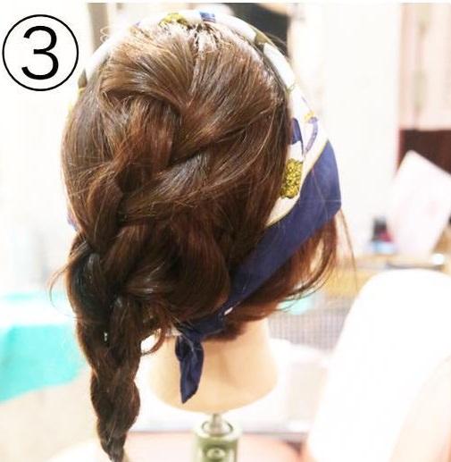 トレンドのスカーフを上手く活用☆スカーフ×まとめ髪アレンジ!3