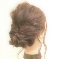 後れ毛が今ドキ感を演出♪くるりんぱシニヨン