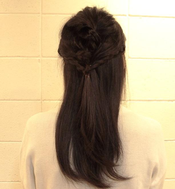 ロングヘアをふんわりまとめるだけ☆コンパクトヘアアレンジ!4