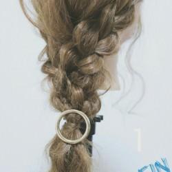 ロングヘアの方にオススメ☆三つ編み×ダウンヘア!TOP