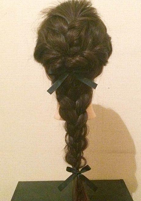 ゆるっと編むことでフェミニンを演出!ゆる編みダウンヘア完成2