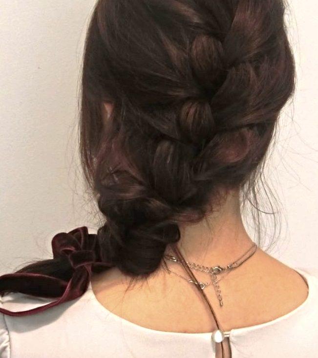 編み込みとくるりんぱで作る☆大人可愛い片寄せヘアアレンジ5