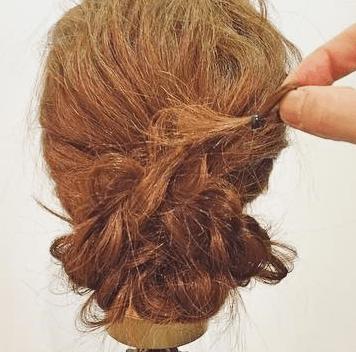 ロープ編みだけで出来る簡単まとめ髪アレンジ6