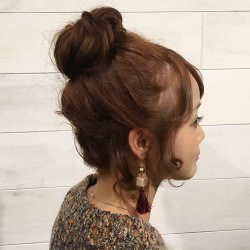 ルーズな感じが可愛い♪ミディアムヘアのお団子アレンジTOP