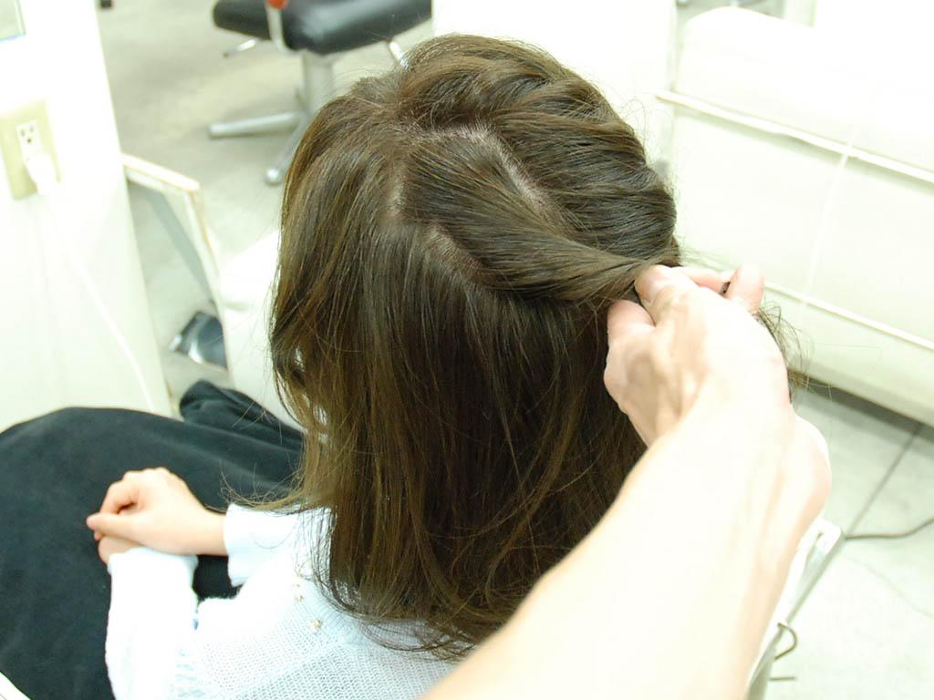 アシンメトリーな編み込みヘアアップ5