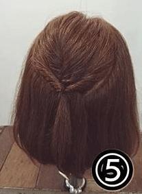 くるりんぱで簡単!ショートヘアのためのハーフアップアレンジ5