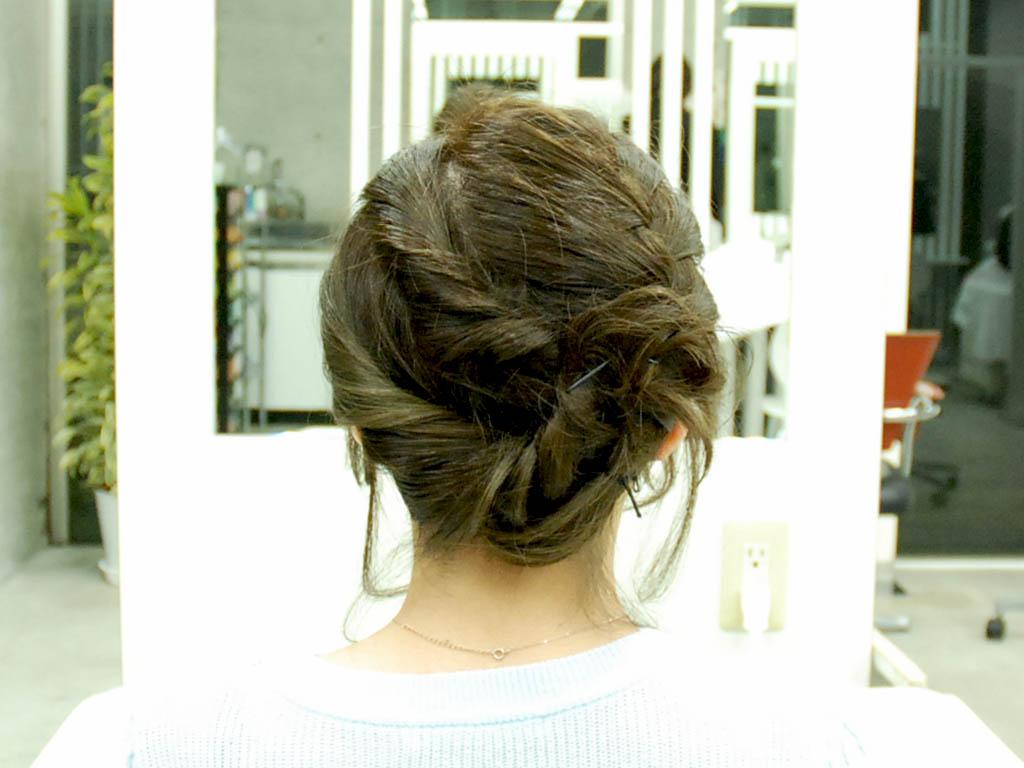 アシンメトリーな編み込みヘアアップ8